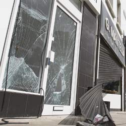 Window Broken or Shopfront Smashed beyond Repair in Surrey Quays SE16 or across South East London?